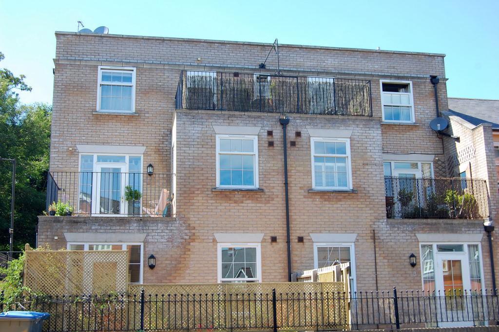 2 Bedroom Apartment For Sale In Woodbridge