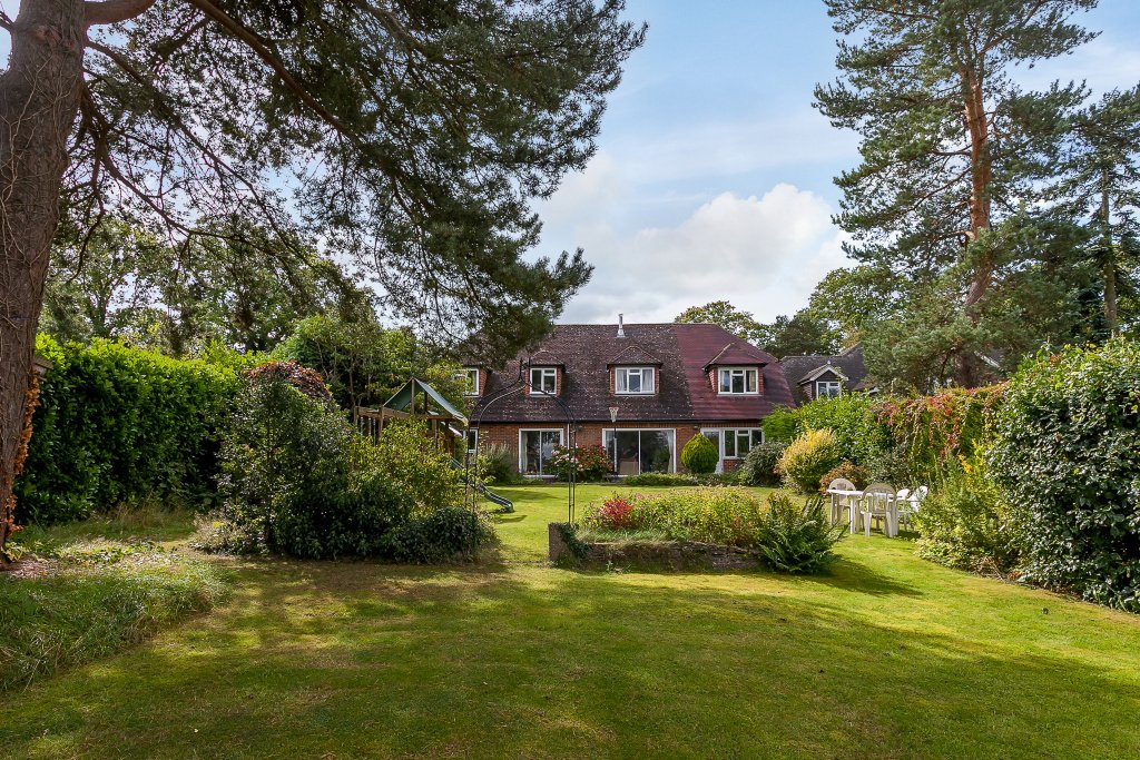 5 Bedroom Detached For Sale In Cold Ash